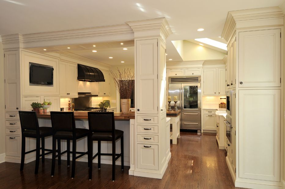 American Classic in the large house open layout kitchen