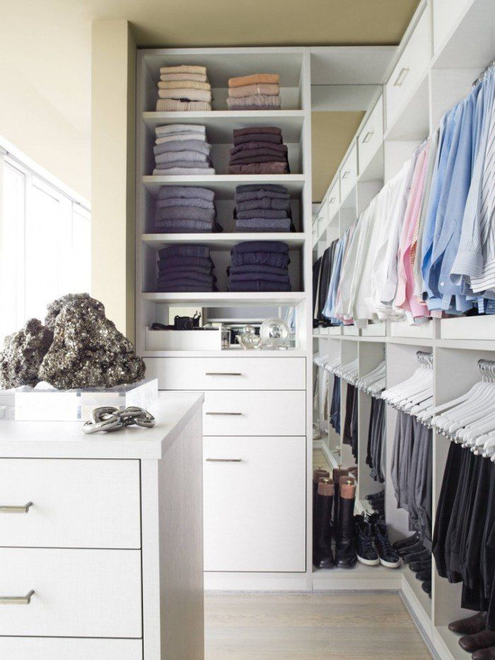 Simple and gorgeous design in white color scheme for modern dressing room