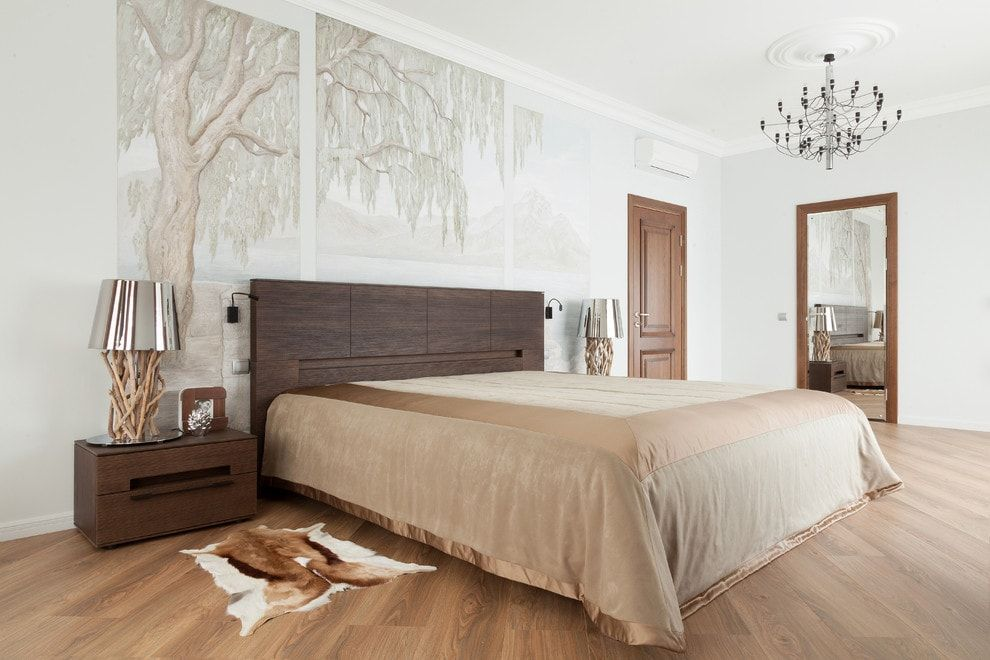 Bedroom with impressionistic panels to decorate
