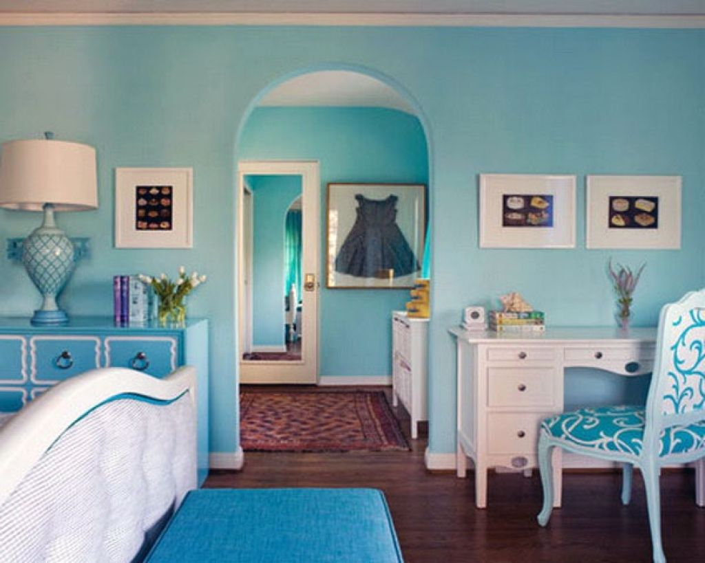 Turquoise interior color scheme for Classic styled house with white furniture and dark floors
