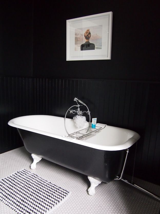Dark chic bathroom with the touch of Classic, Vintage and Fusion styles