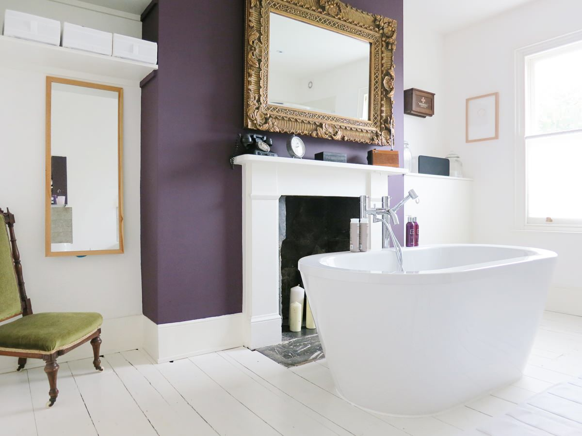 Shabby chic strokes and the fireplace for bathroom