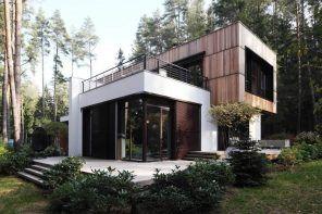 Modern Facade of the House by Roman Leonidov / Architectural Bureau
