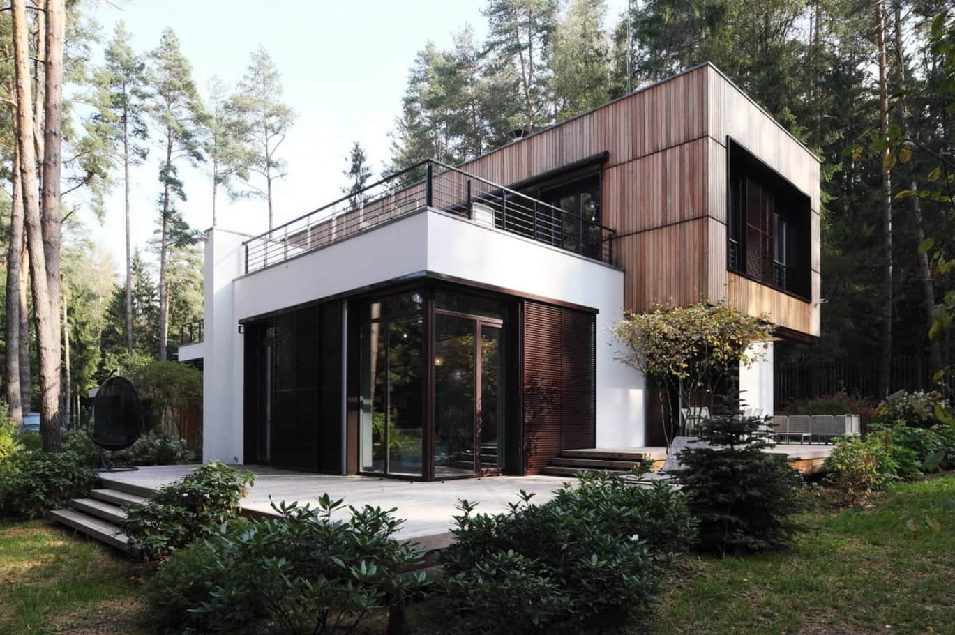 Modern Facade of the House by Roman Leonidov / Architectural Bureau