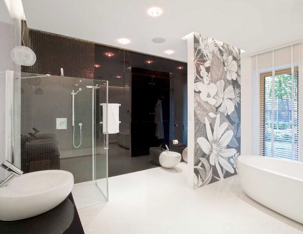 Unusual floral fantasy at the partition in the modern contrasting styled bathroom