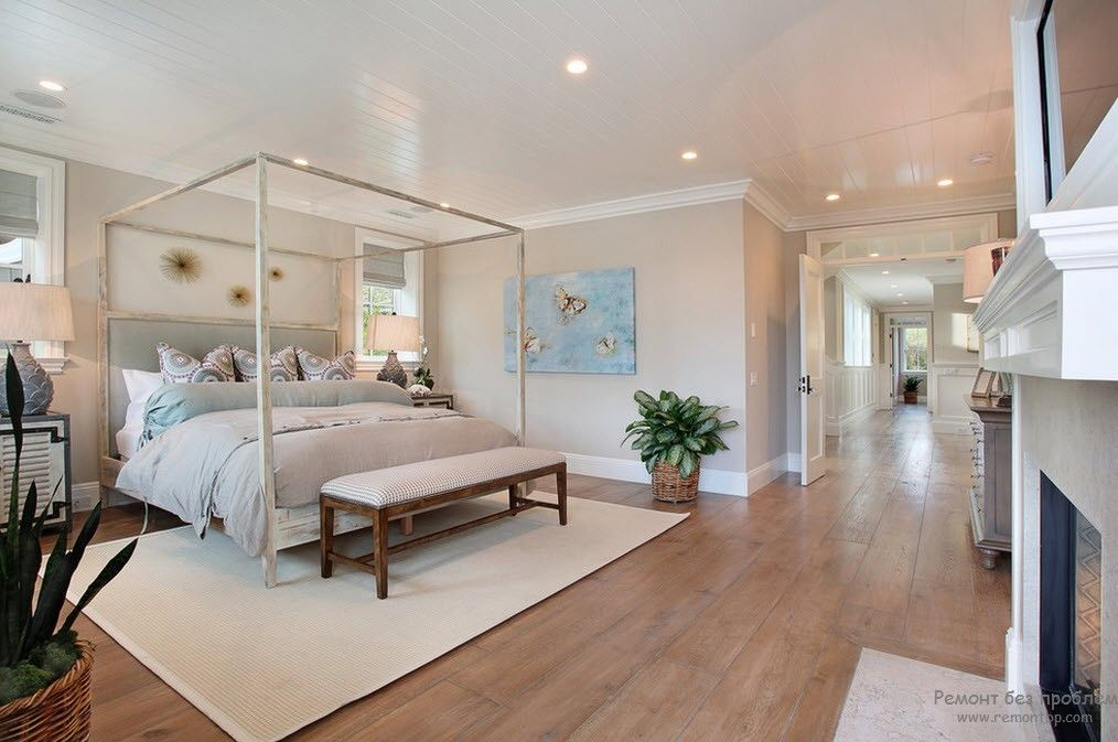 Modern look at the Fraench aesthetics in the bedroom with canopy bed