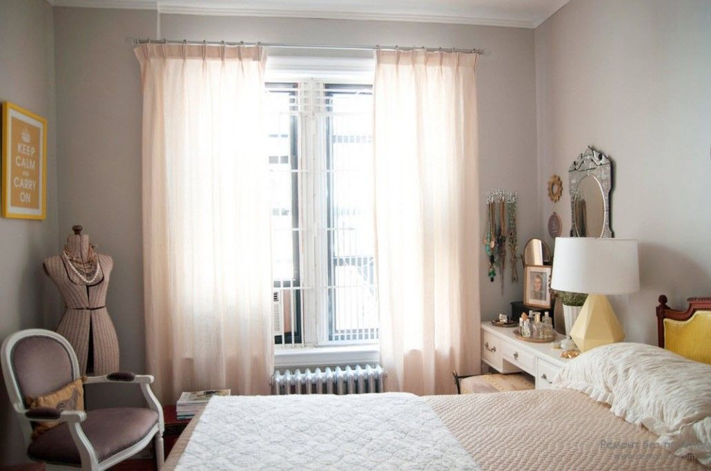 Light curtains for neat light decorated bedroom
