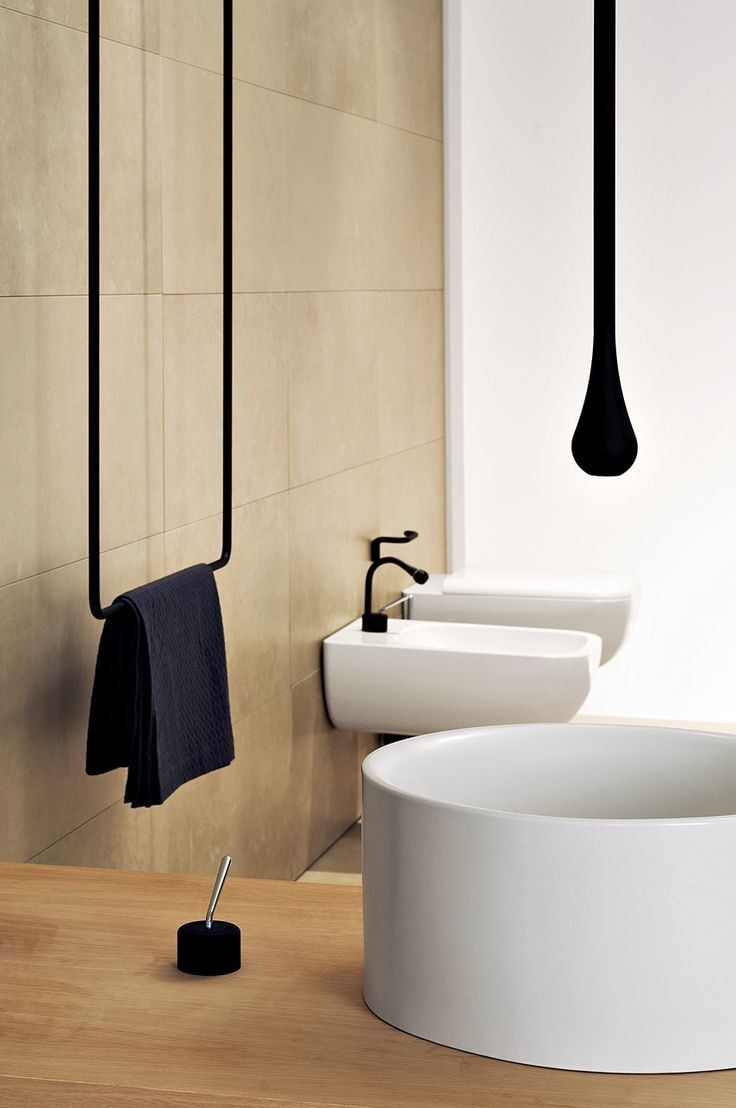 Dark accents in the modern bathroom