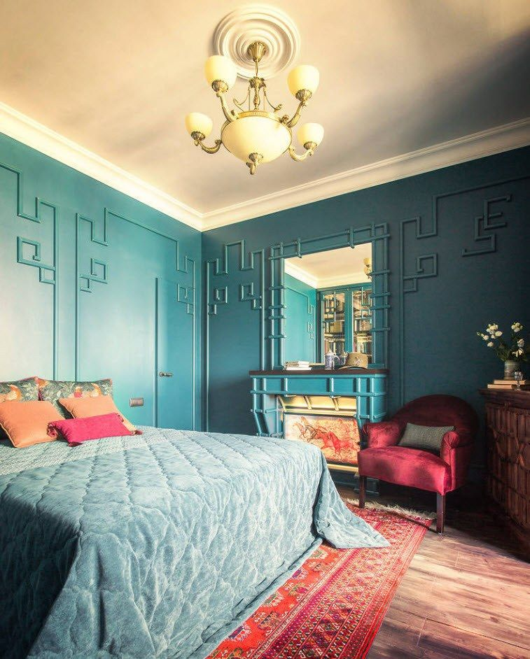 Amazing classic decoration with bright wall painting and texture