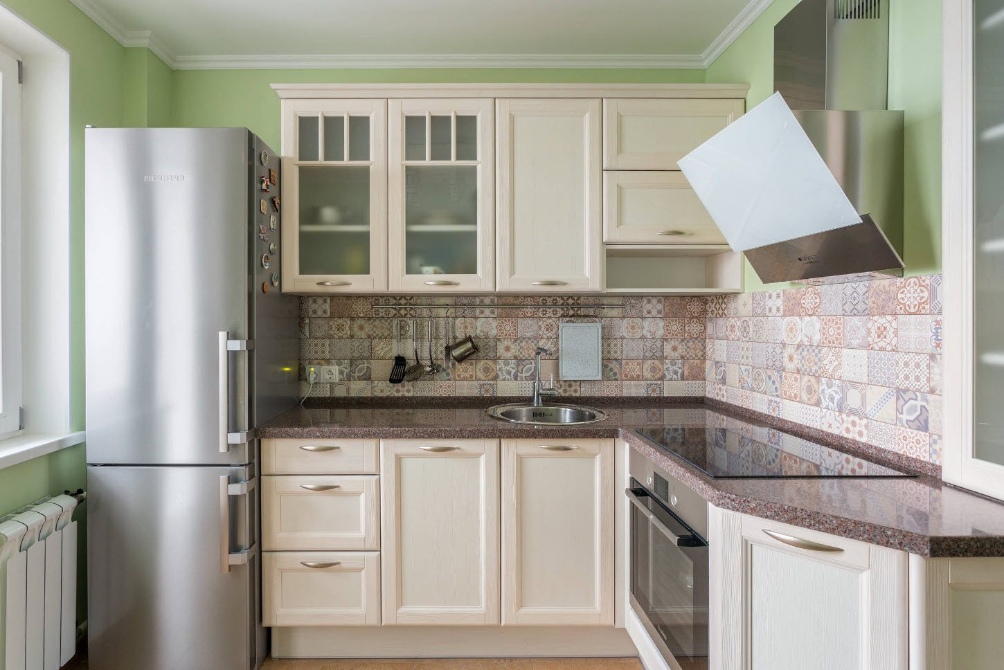 Sandy coloe tones for simple Classic designed kitchen furniture