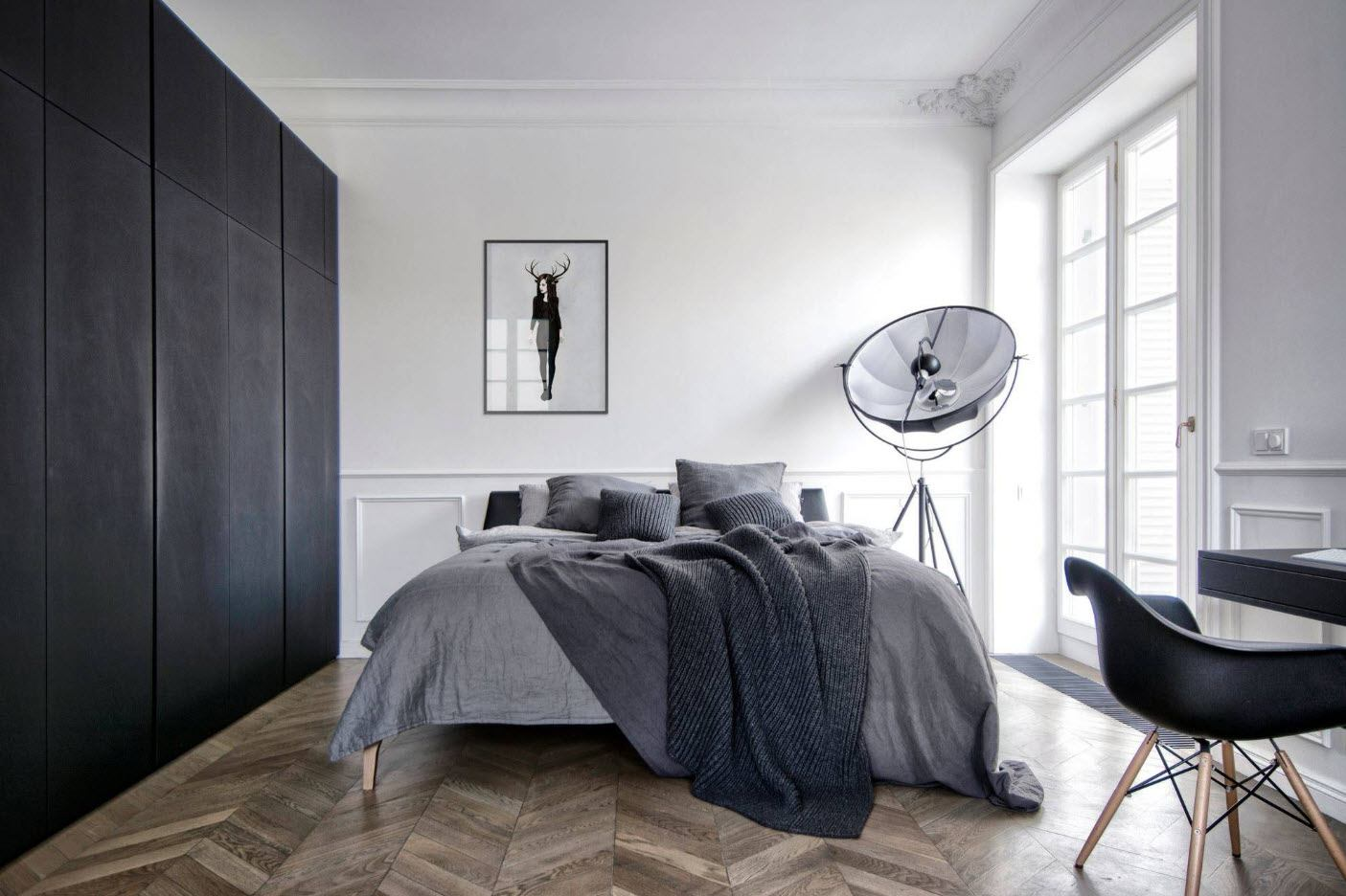 Glossy laminate for the classic bedroom