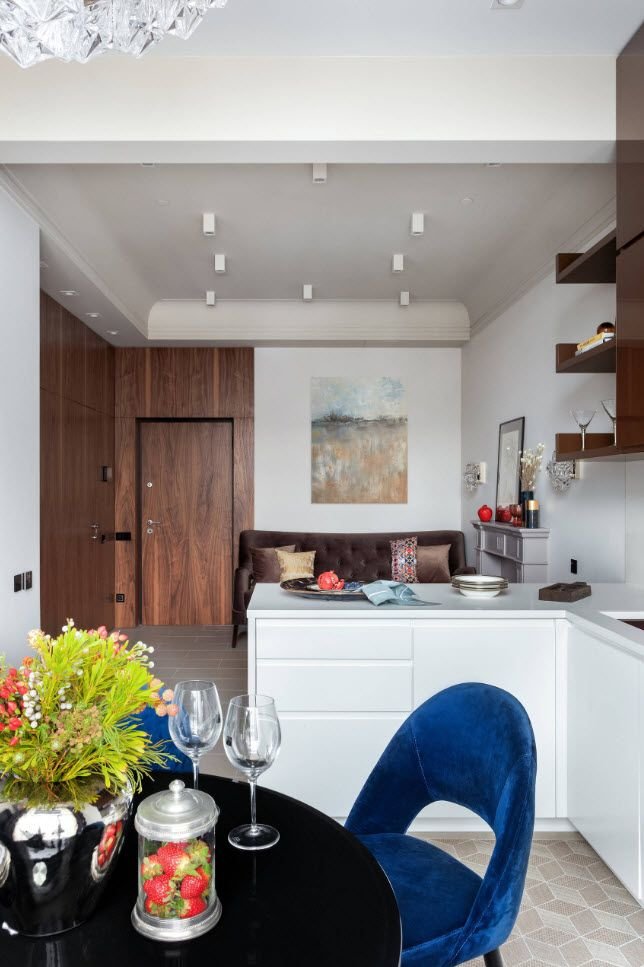 Small open layout condo with neutral decoration and wooden entrance zone