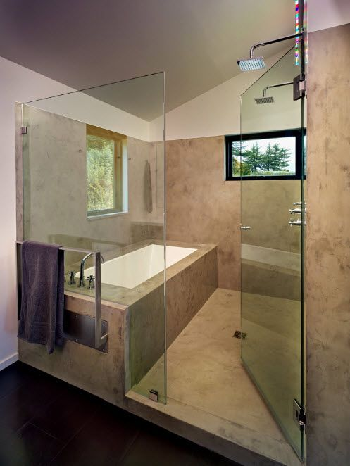 Contemporary styled bathroom with glass delimited bathing zone
