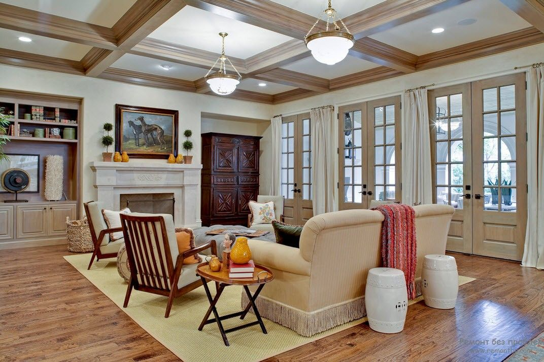 Coffered ceiling and white decoration