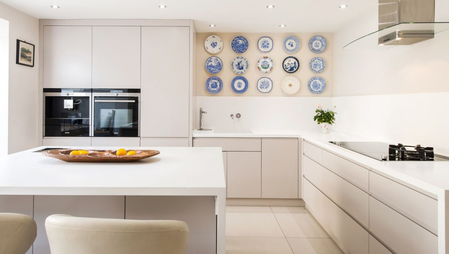 8 creative design tips on occupying the empty wall. Modern kitchen with modular furniture and plates at the wall
