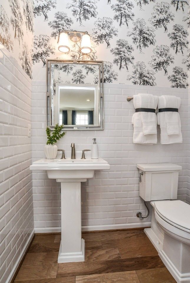 Black and White Wallpaper: Ageless Classics in any Interior. White glossy tile in the Classic styled small bathroom