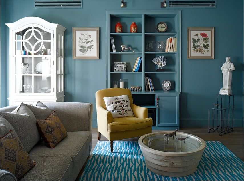 Niche in the Room: Recess in the Wall for Decoration and Functionality. Classic interior with blue walls and white cabinet
