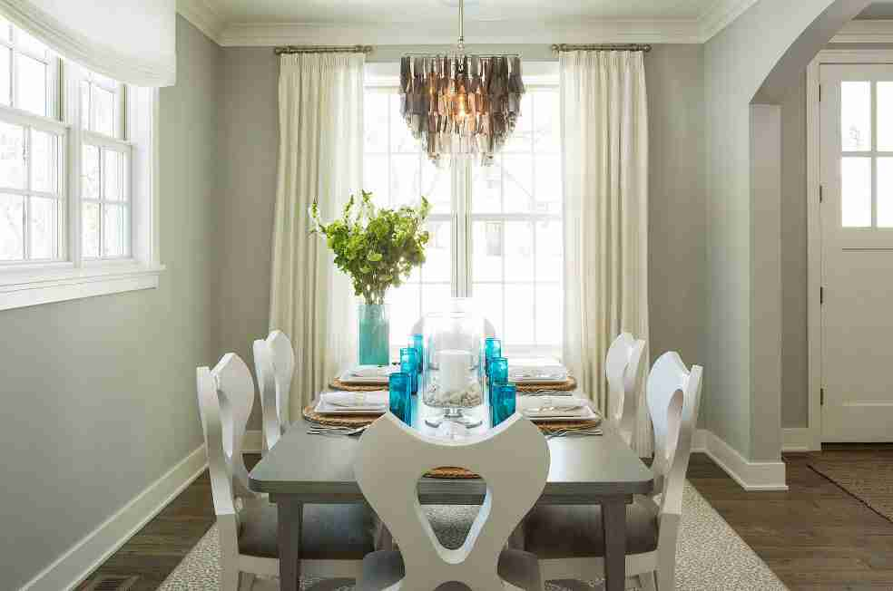 Ivory Interior Decoration Ideas, Photos, Advice. Simple classic design of the dining room