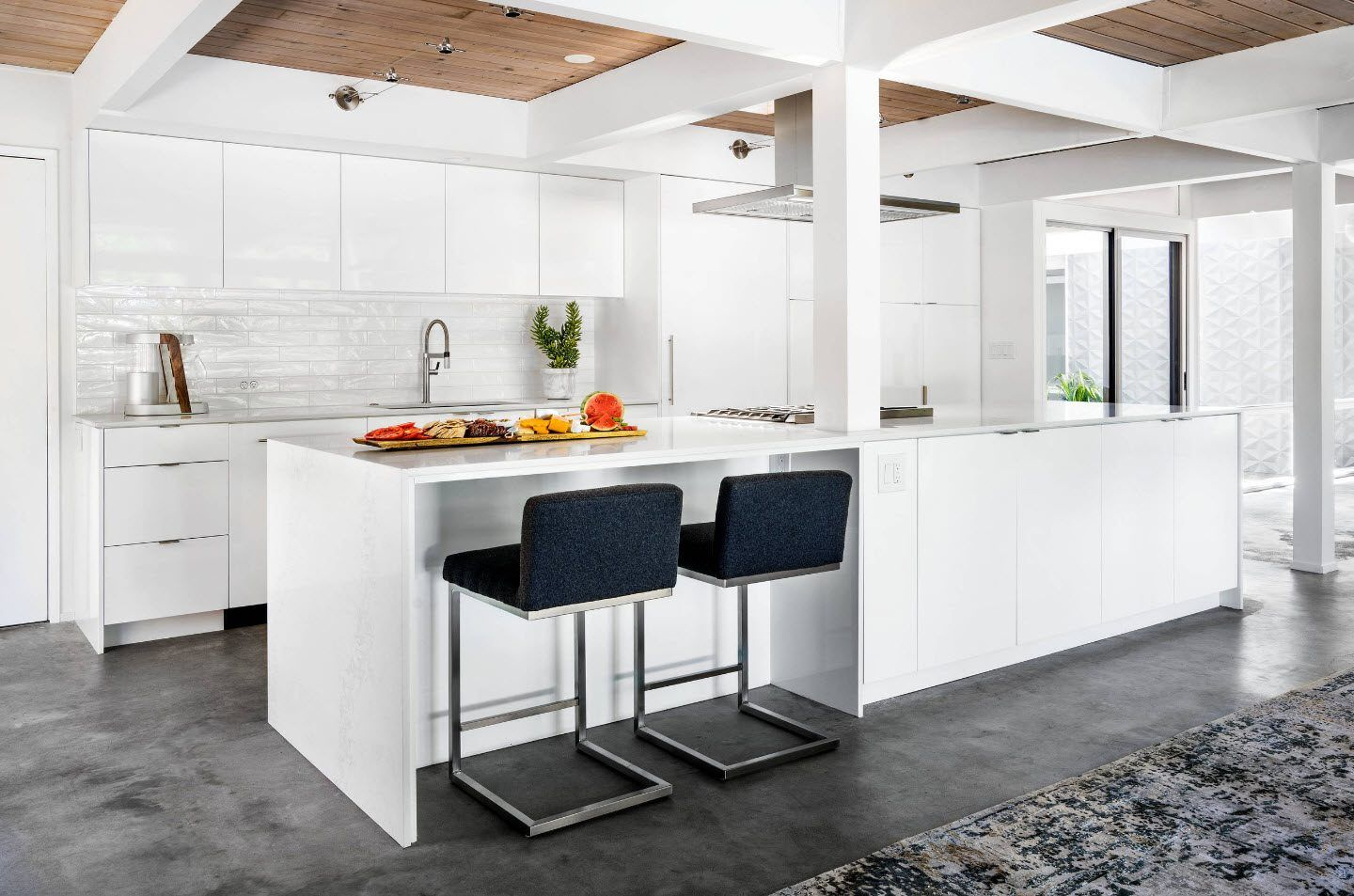 120 Square Feet Kitchen Interior Design Ideas with Photos. Black metal framed chairs at the bar counter