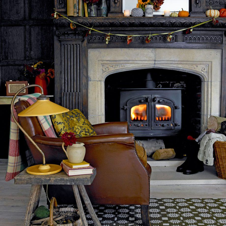 Artificial chimney in the fireplace arch of the Classic styled room
