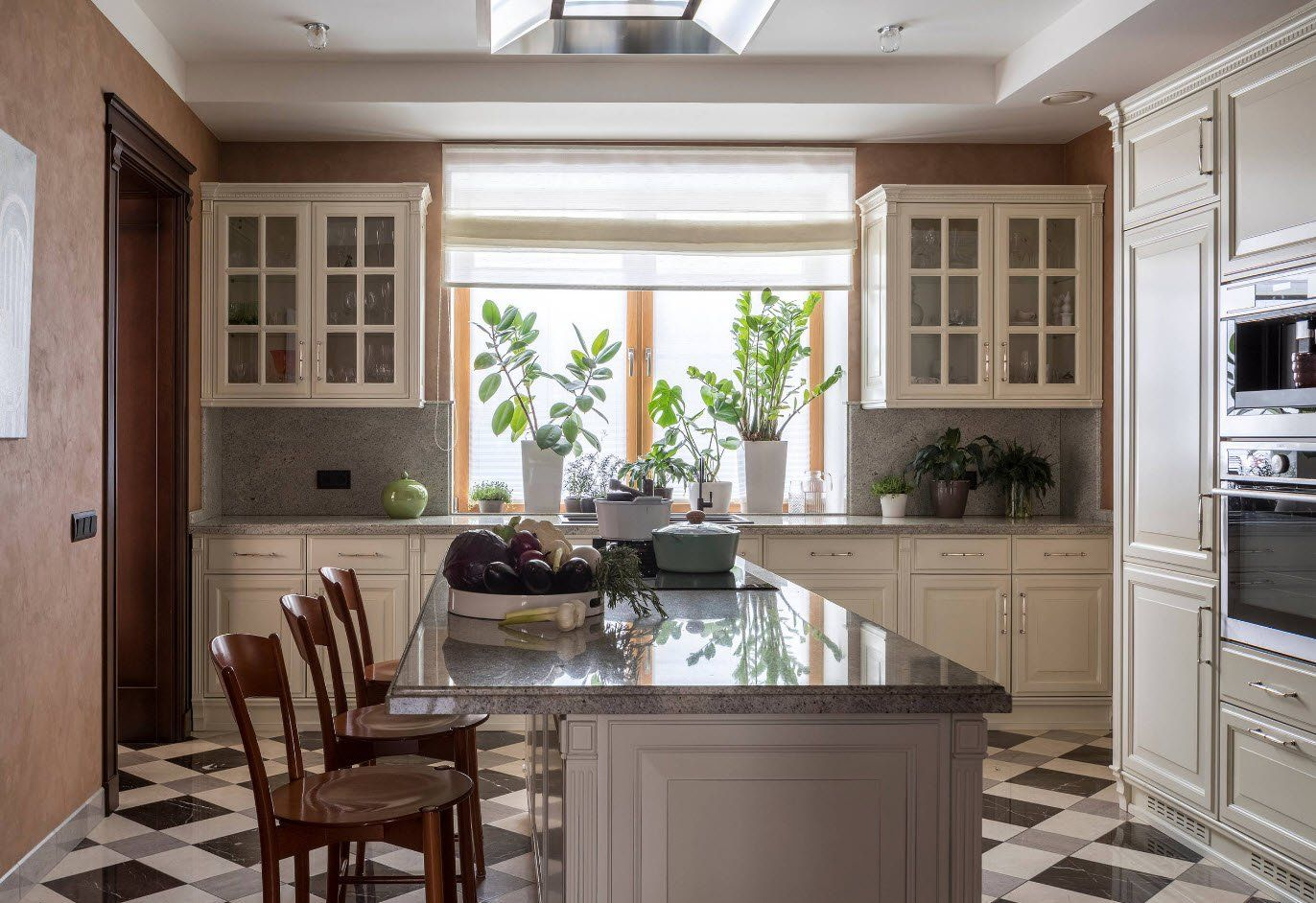 Sash window of the kitchen cabinets in Classic kitchen