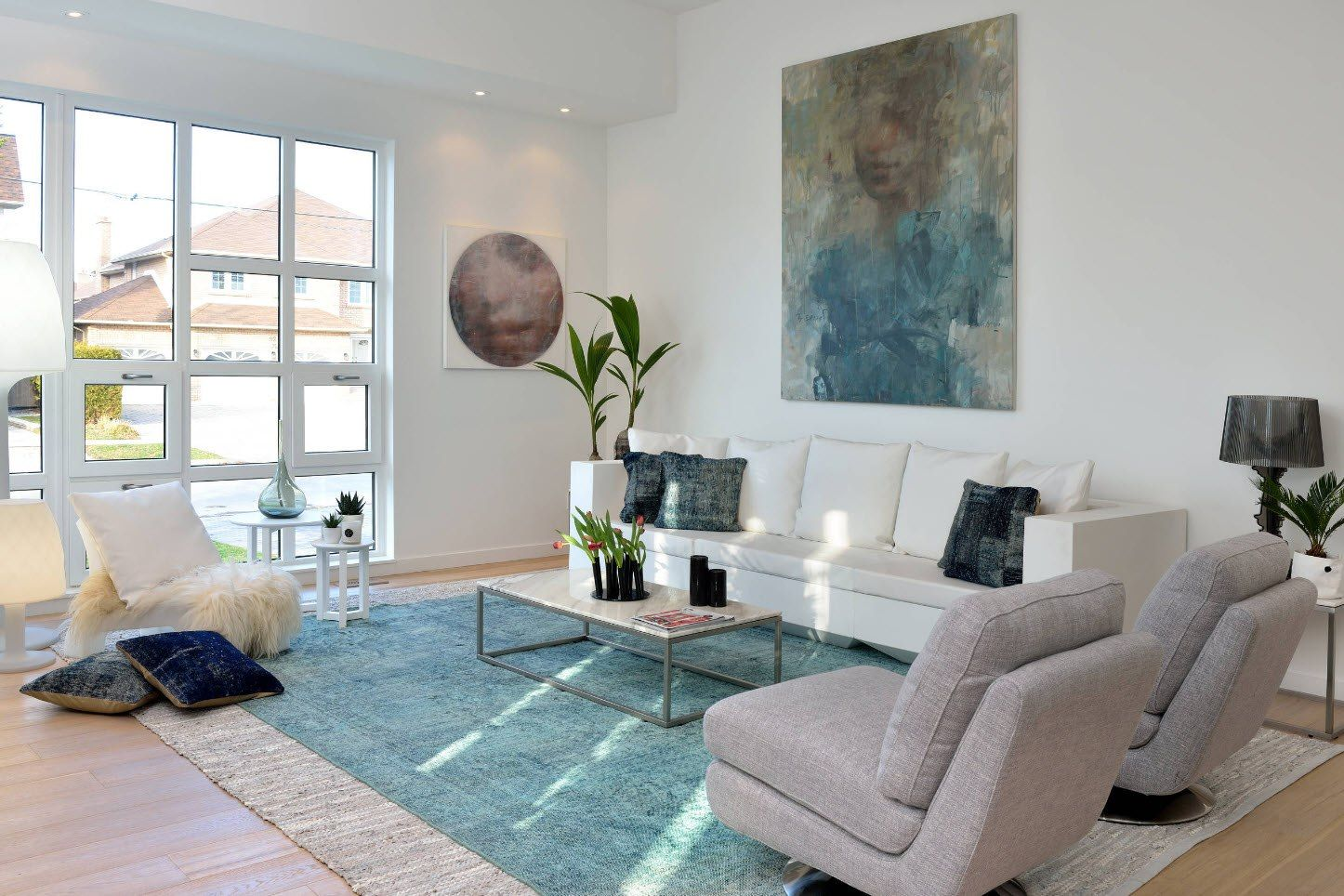Fresh contemporary living room with turquoise elements