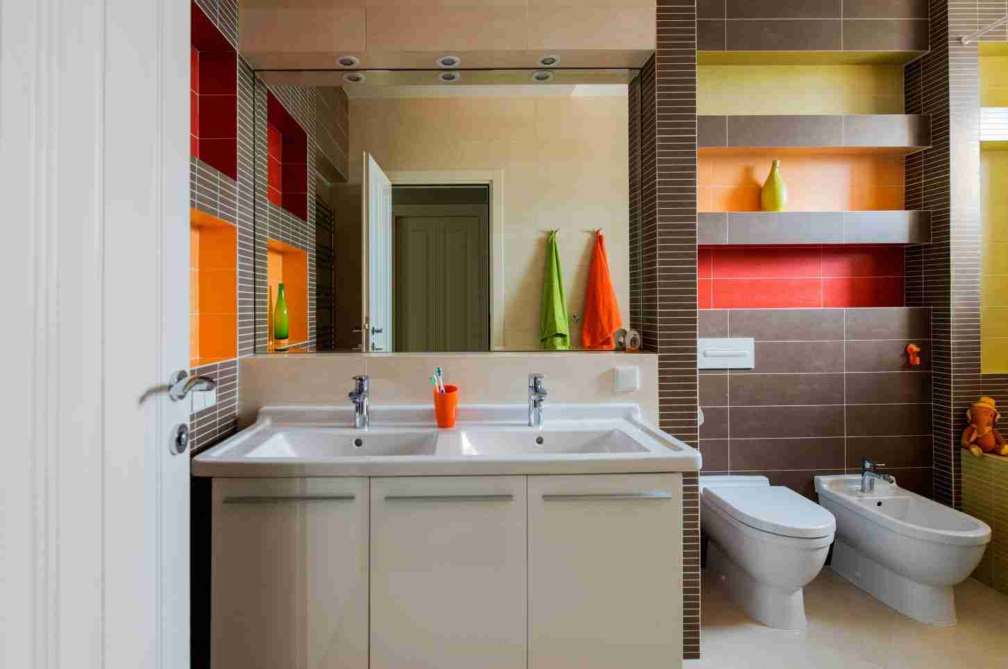 Colorful modern bathroom with large mirror