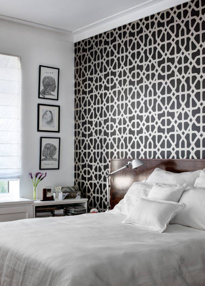 Black and White Wallpaper: Ageless Classics in any Interior. Contrasting headboard wall with pattern