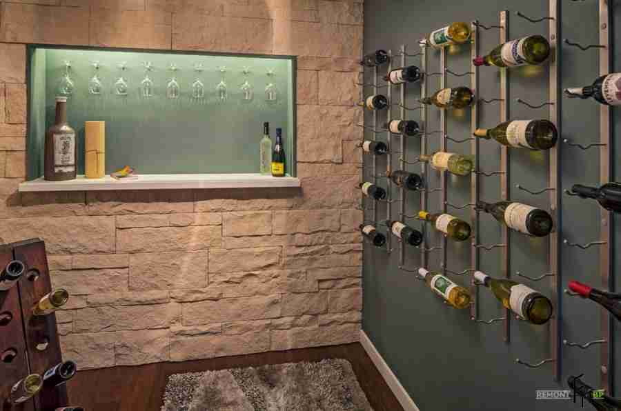 A recess in the wall for tasting wine