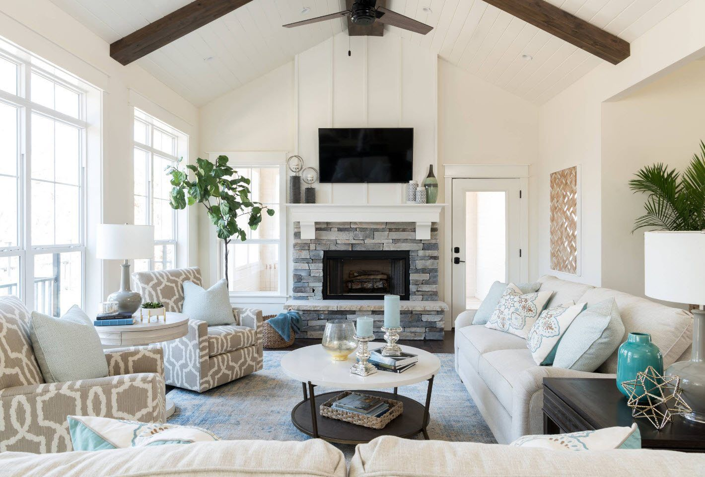 Large scale American styled open space living room