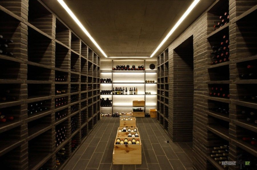 A real tunnel of wine in the private house