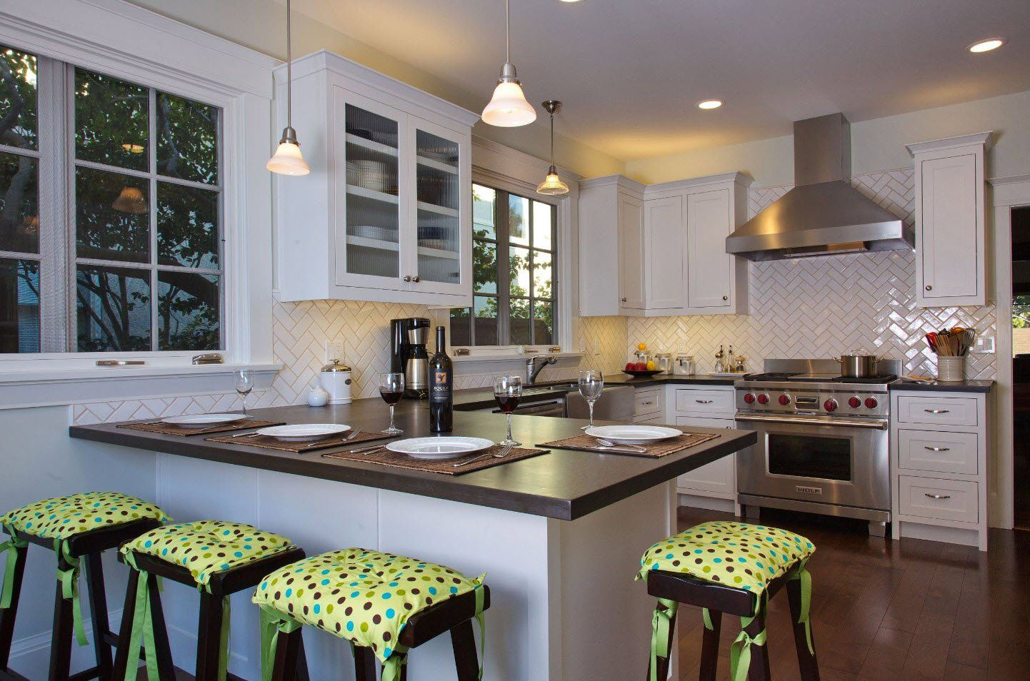 120 Square Feet Kitchen Interior Design Ideas with Photos. Classic white and black design with green cushions on the chairs