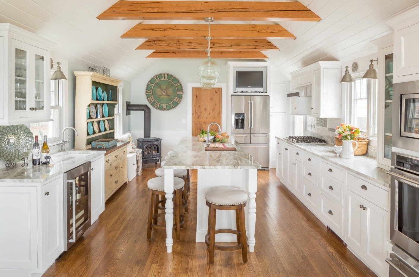 Open light wooden ceiling beams in the light colored classic