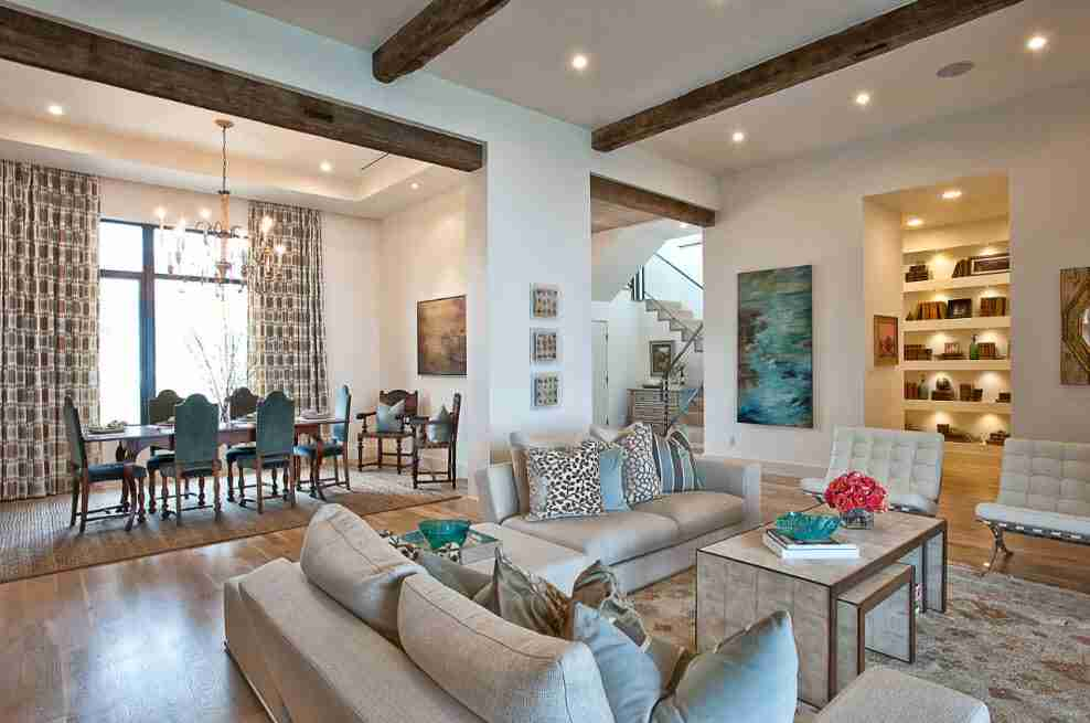 Open ceiling beams of dark noble woo in CLassic designed living