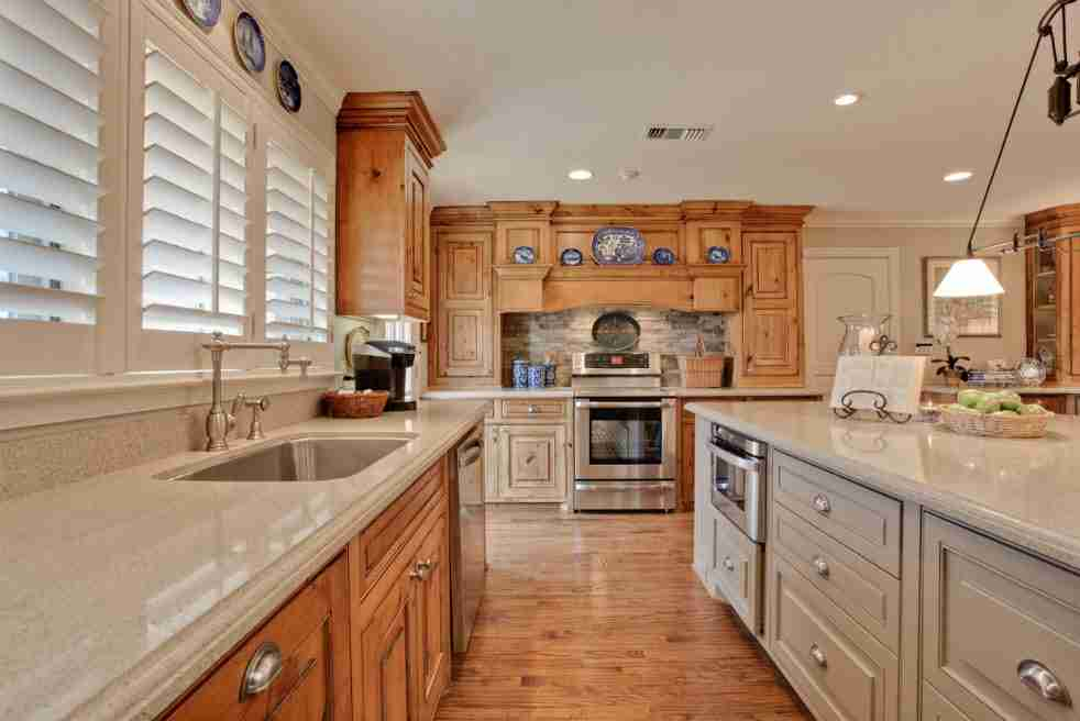 Light wooden classic kitchen decoration with glossy floor