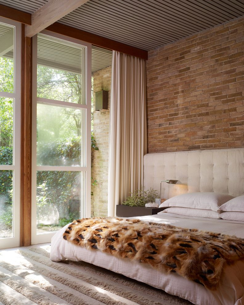 150 Square Feet Bedroom Interior Decoration and Photos. Decorative stone trimmed accent headboard wall