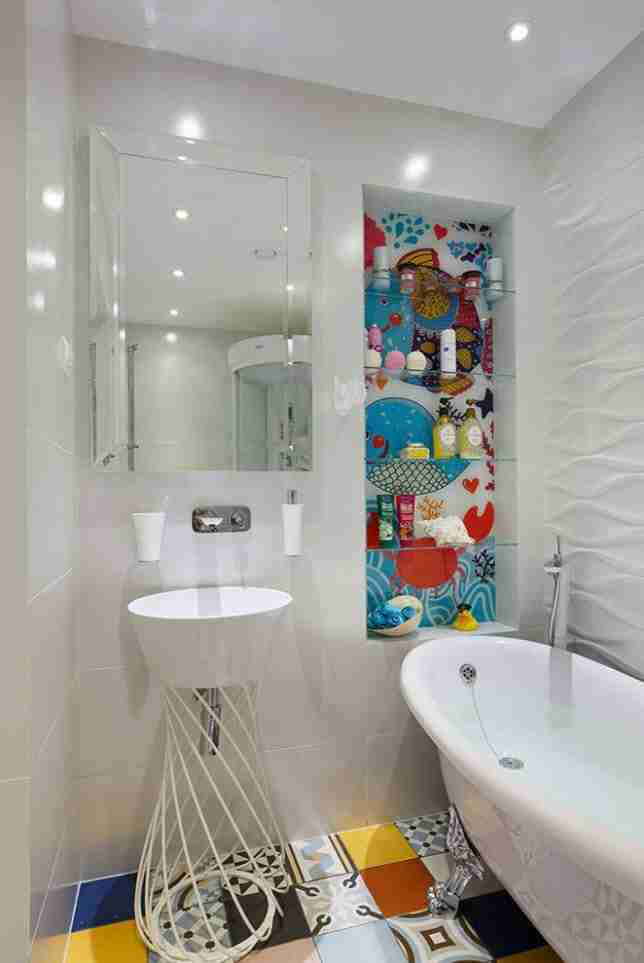 Bathroom Shelves: Fashionable Trends of Practical Interior Decoration. Colorful background for the nook with shelves in the modern bathroom
