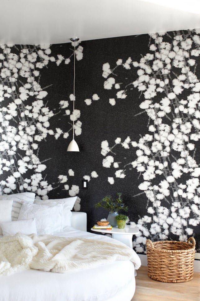 Black and White Wallpaper: Ageless Classics in any Interior. Negative floral photo as the pattern for walls' decoration