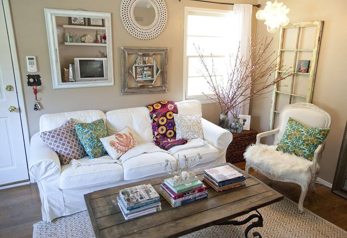 130 Square Feet Living Room most Effective Design Ideas. Casual simple decoration with pillows and books