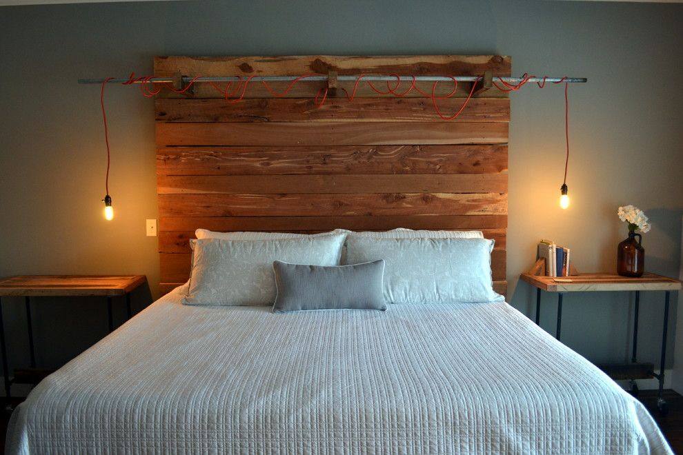 Simple wooden designed headboard of palette for Casual bedroom