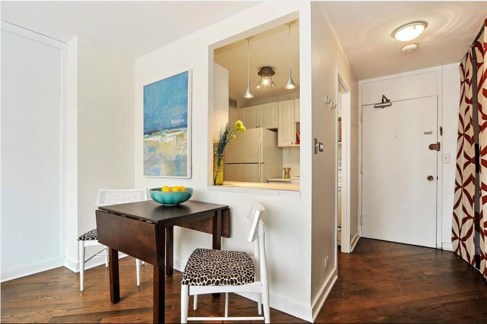 Condo with skillful zoning between dining and kitchen areas
