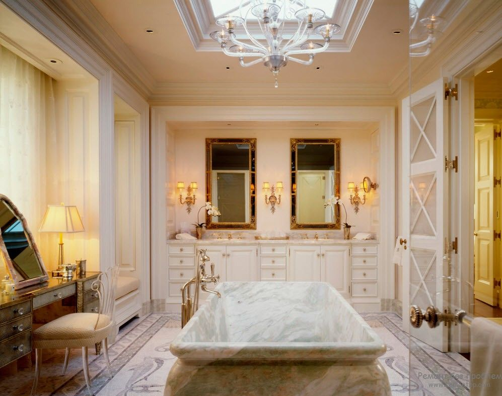 Greek Interior Design Style: Antiquity in Your Home. Royal looking bathroom with marble bathtub in the center