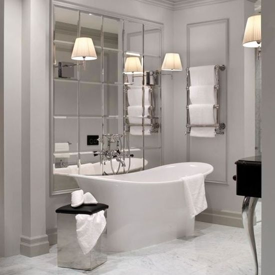 Mirror tile The use of mirror tiled elements is a Fashion trend