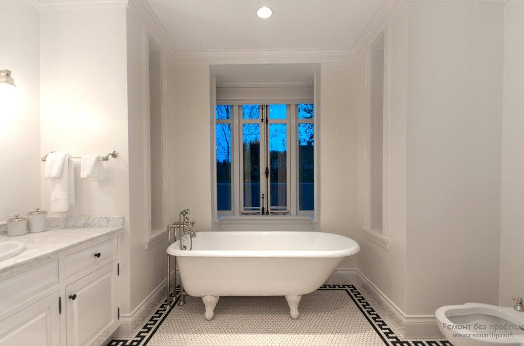 Greek Interior Design Style: Antiquity in Your Home. White bathtub in small bay window zone