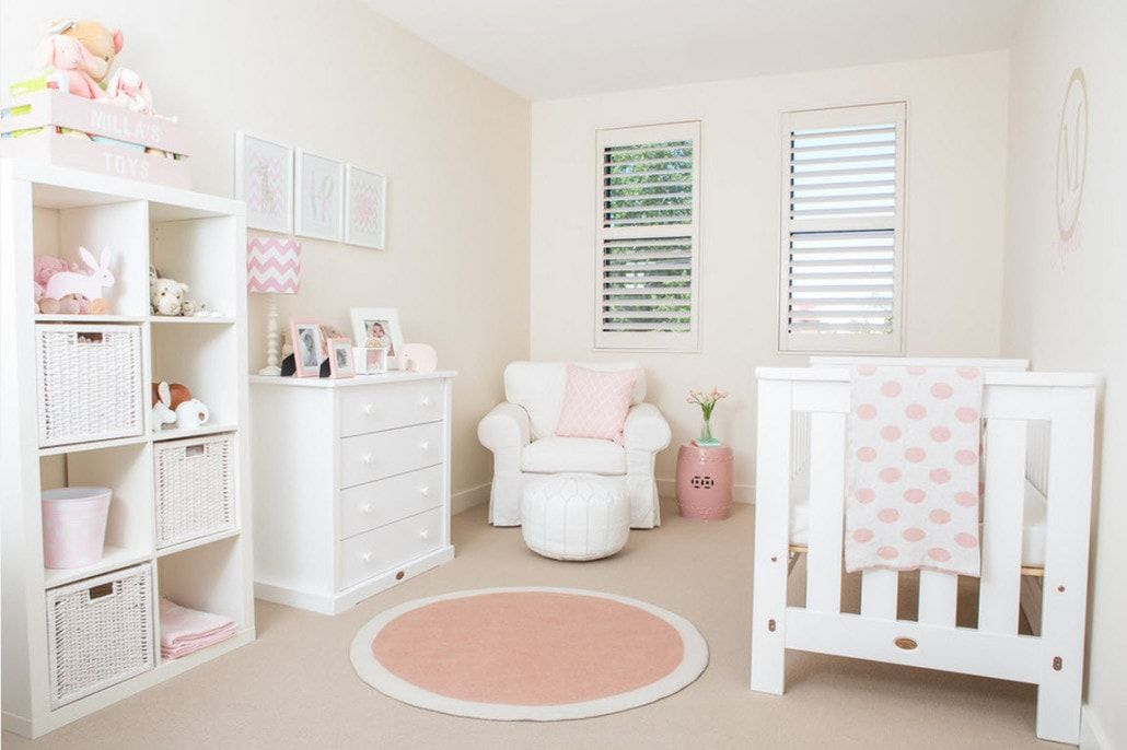 Pinky shades to decorate the Classic styled room