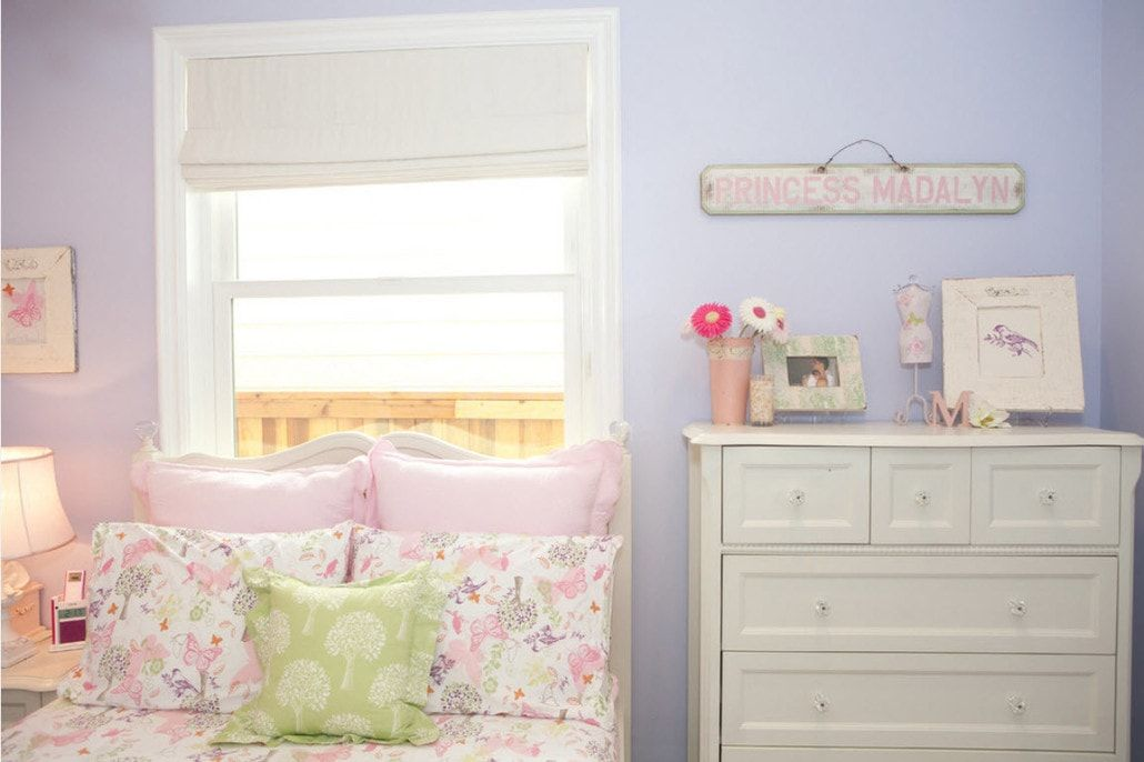 Classic styled small room with cupboard and a bed at the window