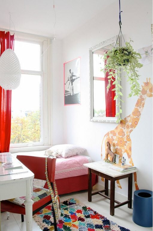 Color Therapy for Children's Room: Why Need Proper Color Combination? Red details for totally white room