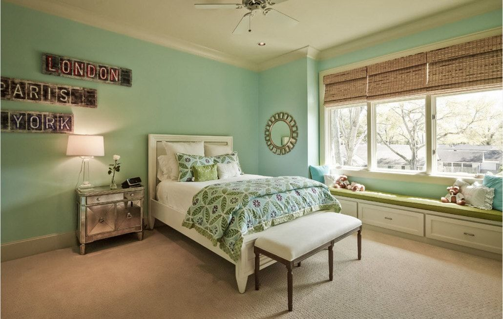 Color Therapy for Children's Room: Why Need Proper Color Combination? Turquoise walls for large room with ottoman at the legboard of king size bed
