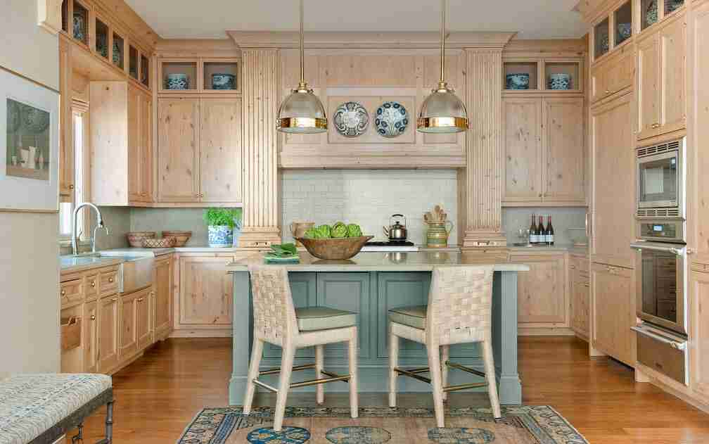 Pilasters in the Interior - Indispensable Element of Luxurious Design. Large kitchen in Greek Reneissance with island