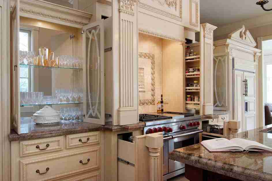 Pilasters in the Interior - Indispensable Element of Luxurious Design. Beige interior
